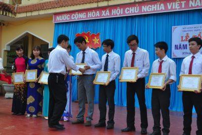 Quyết định khen thưởng CB, GV. NV năm học 2016-2017